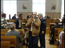 Na het vonnis in 2002: familieleden van de doodgeschoten Pierre Joubert lieten duidelijk merken wat ze van de uitspraak dachten, in het Kortrijkse gerechtsgebouw.