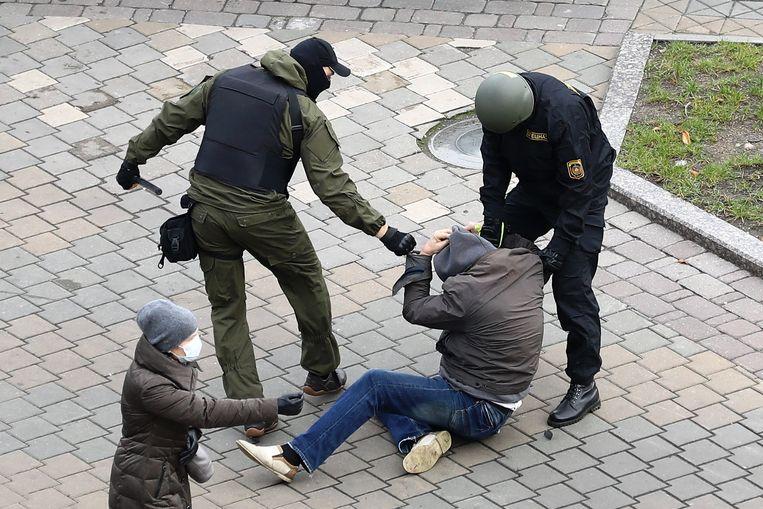Bij vreedzame protesten werden 30 duizend mensen gearresteerd. Hier bij een demonstratie in Minsk, november 2020.  Beeld AFP