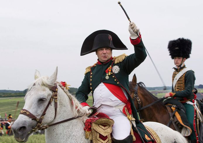 Napoleon, gespeeld door Frank Samson, tijdens een nagespeelde Slag van Waterloo.
