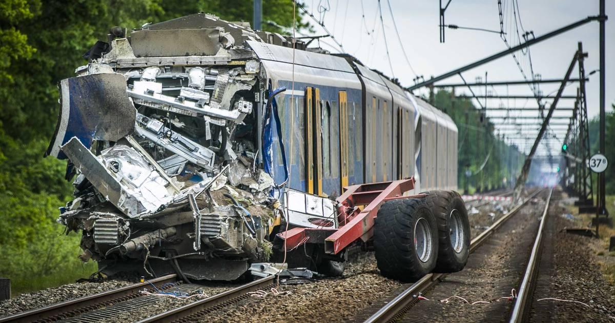 137 onbewaakte overgangen versneld aangepakt na ongeluk, voorkant NS-treinen zichtbaarder geverfd.