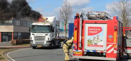 Vrachtwagen vliegt in brand in Rijssen