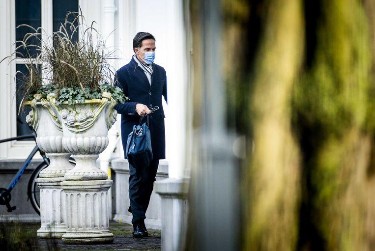 Premier Mark Rutte komt aan bij het Catshuis  voor overleg over het rapport over de affaire rond de kinderopvangtoeslagen. Beeld ANP