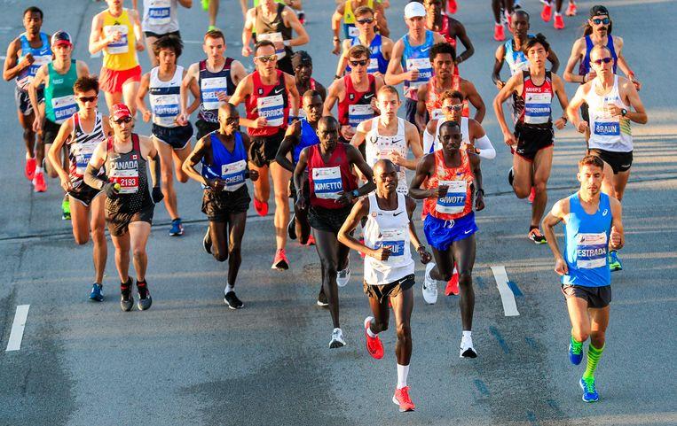 Wat marathonlopers bezig houdt: genoeg getraind? Goed in vorm? Wanneer ga ik naar het toilet?  Beeld EPA