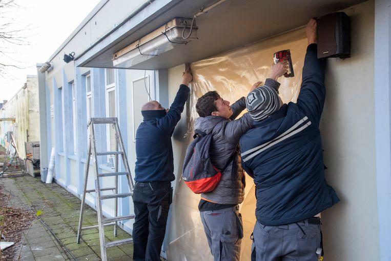 De werken voor de sloop van de schoolgebouwen in Melle zijn gestart.