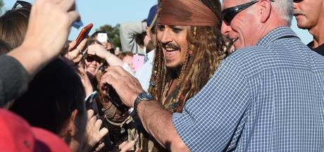 Johnny Depp verrast fans in Disneyland