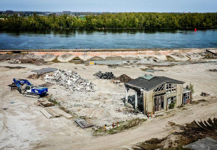 Ook de oude werkplaats op het Suiker Unie terrein is gesloopt.