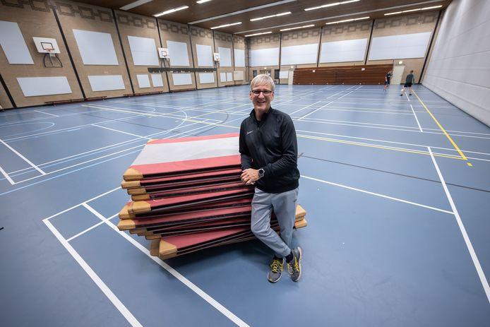 AZTV-voorzitter Roel van Dijk.  Het wordt een spannende week voor hem, omdat de gemeenteraad gaat besluiten over de toekomst van de sporthal in Zevenbergen.