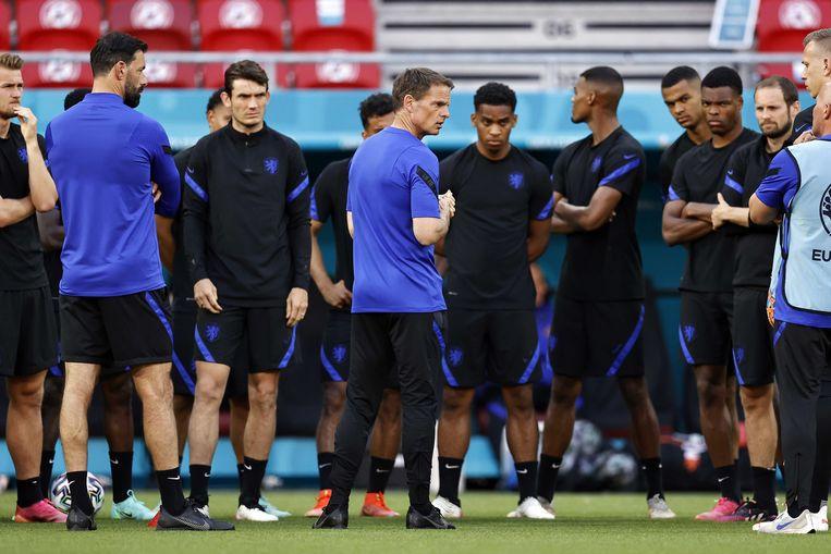 Frank de Boer en zijn selectie vandaag bij de training. Beeld ANP