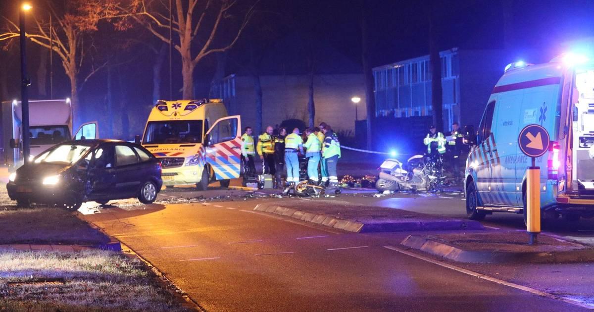 Motoragent zwaargewond bij ongeluk in Apeldoorn.