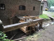 Landgoed Quadenoord in Renkum heeft weer een watermolen: het waterrad is geplaatst