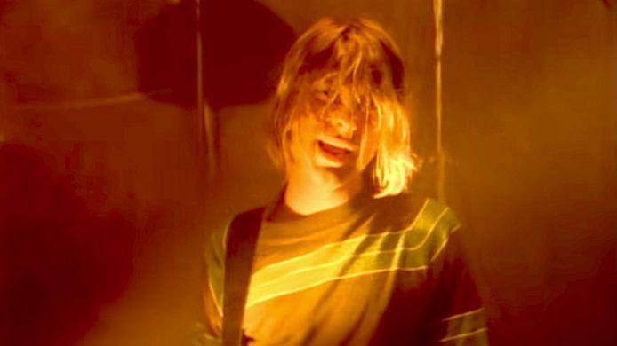 Kurt Cobain in de clip van 'Smells like teen spirit' van Nirvana.