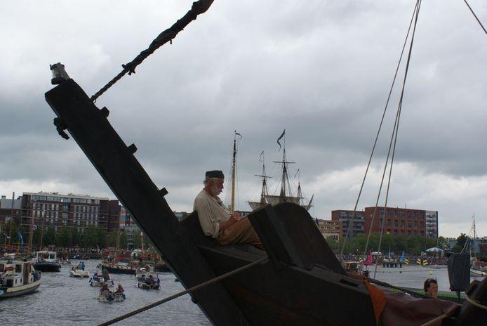 Ze druk als het op de kade was tijdens Sail in Amsterdam, zo rustig was het aan boord van De Kogge uit Kampen.