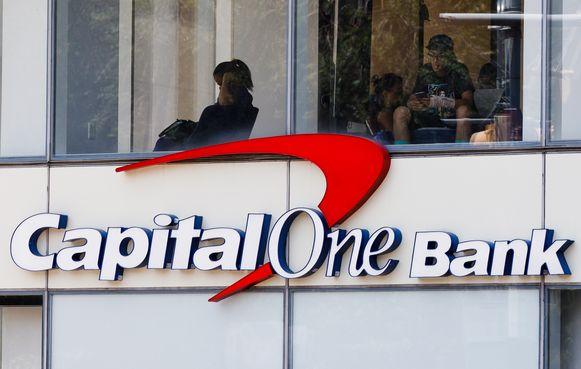 De vrouw die is opgepakt voor een grote hack bij een Amerikaanse bank, dreigde eerder om een bloedbad aan te richten op het kantoor van een socialmediabedrijf. Welk bedrijf haar doelwit was, is niet bekend.
