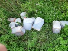 Volle drugsvaten gedumpt in bosgebied Rockanje