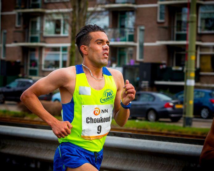 Langeafstandsloper Khalid Choukoud kan ondanks zijn sterke marathon nog niet rustig achterover leunen.