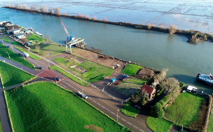 een deel van het Stolkterrein in Noordoevers. de kraan wordt verplaatst naar het Waterbusplein.