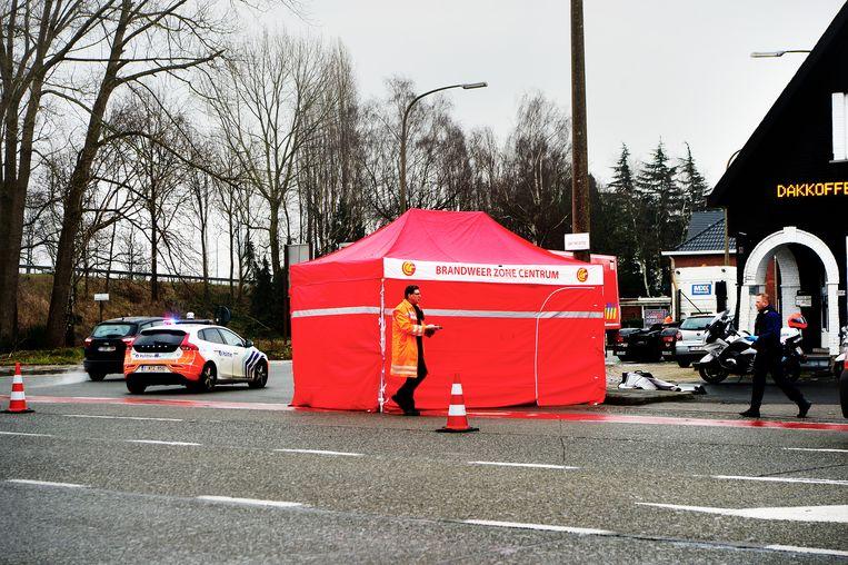 In Oostakker was er op deze plek een dodelijk ongeval met een fietser en vrachtwagen. Beeld FREDERIK VOLLAERT