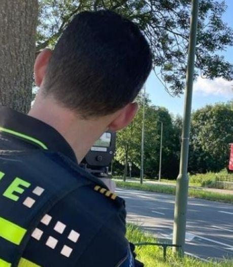 Kapittelweg en Moerlaken in Breda lijken wel racebanen: politie vordert rijbewijzen in