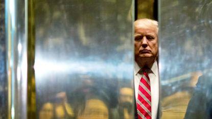 """Trump ontkent dat hij vrouw kuste in lobby Trump Tower: """"Wie zou dat nu doen in een ruimte vol camera's?"""""""