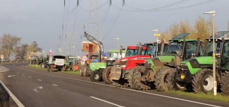 Tientallen boeren protesteren langs de A2 richting Utrecht