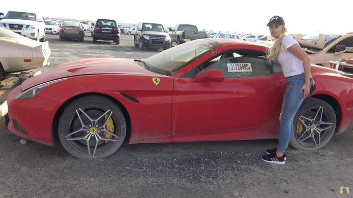 Youtube-ster Supercar Blondie gaat op bezoek bij een high-end autosloperij in Dubai.