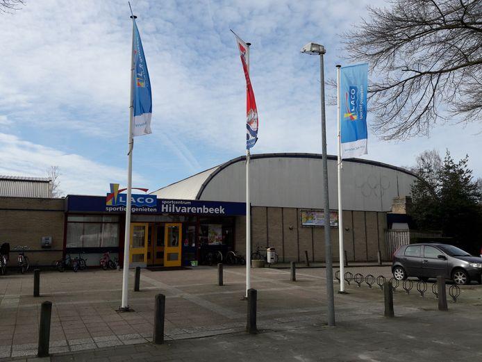 De oude Hispohal staat leeg sinds de opening van de nieuwe sportaccommodatie De Roodloop.