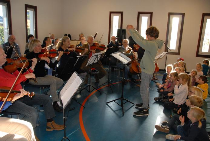 De kersverse 'maestro' Millen Derks (10) in actie.
