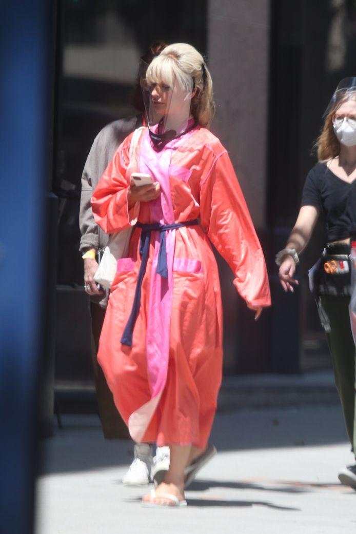 Lily James op de set waar ze in de huid kruipt van Pamela Anderson.
