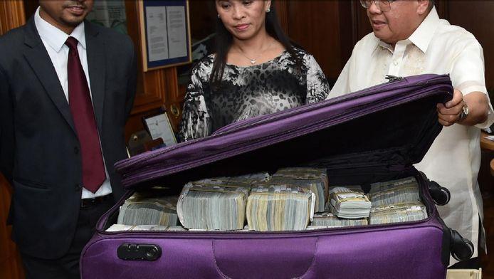 Een deel van het gestolen geld kwam eind maart weer in handen van regeringsvertegenwoordigers van Bangladesh.