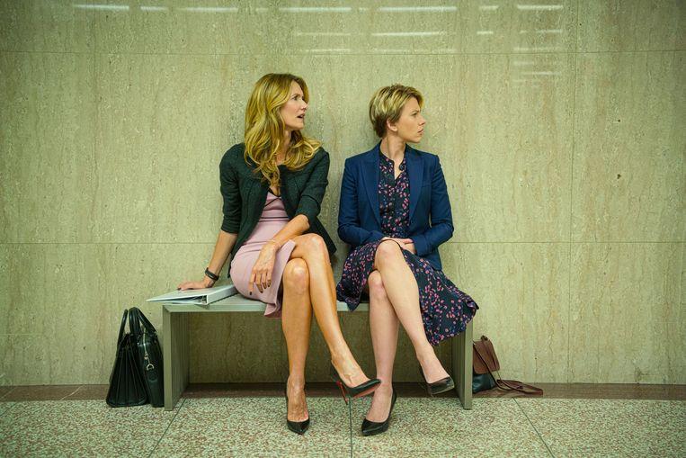 Screenshot uit de film 'Marriage Story.' Daarin speelt Laura Dern (links) de rol van een genadeloze advocaat. Ze won er een oscar mee. De rol was gebaseerd op de reputatie van Laura Wasser, de advocate van Kim Kardashian. Beeld AP