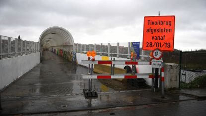 Fietsbrug Tivoli weer open, maar stad vergeet verbodsbord weg te halen…