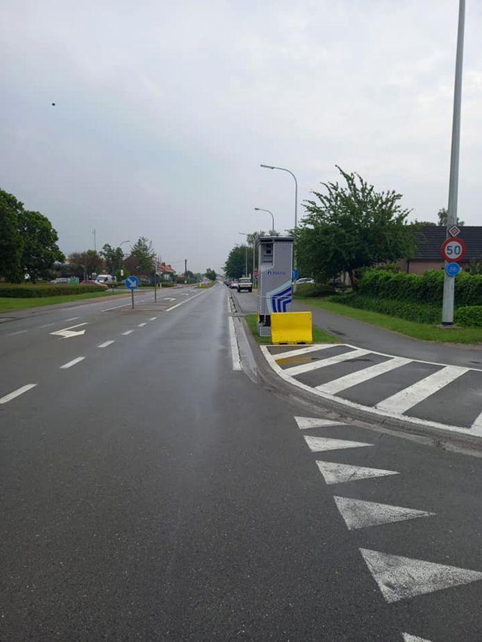 De superflitspaal is verhuisd naar de Biebuyckstraat in Deinze