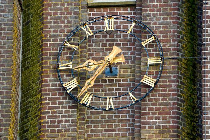 De klok van de kerktoren van Millingen die wordt gerenoveerd, net als de klokken
