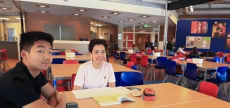 Ook op het Reynaertcollege in Hulst zitten de klassen weer vol en dat geeft leerlingen een dubbel gevoel