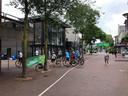 Fietsers zondagochtend bij hun startpunt in het centrum van Oss.