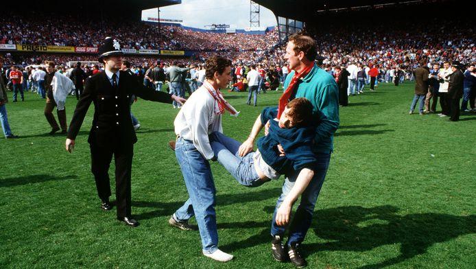 96 dodelijke slachtoffers en honderden gewonden: dat was de trieste balans na de wedstrijd in Hillsborough, het aftandse stadion van de toenmalige topclub Sheffield Wednesday op 15 april 1989.