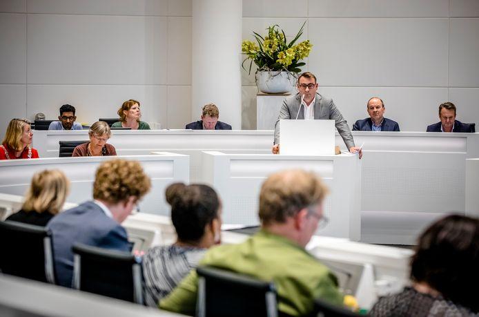 2018-06-06 17:58:56 DEN HAAG - Richard de Mos (Groep de Mos) voert het woord tijdens de raadsvergadering over het coalitieakkoord. ANP