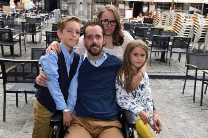 Jan Heremans kwam na de diagnose MS terecht in een rolstoel. Geregeld bezoekt hij met zijn gezin het centrum maar dat verloopt niet altijd even vlot, al vindt hij wel dat de stad Leuven inspanningen doet voor meer toegankelijkheid.