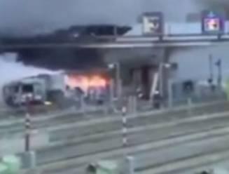 Trucker vlucht voor politie en knalt in volle vaart tegen péage bij Parijs