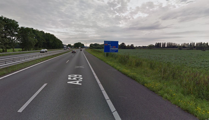 A59 richting de stoplichten voor de afslag naar de A27.