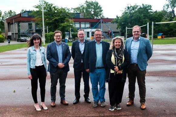 De burgemeesters van Aartselaar, Niel en Hemiksem bij de voorstelling van het nieuwe zwembad in Aartselaar.