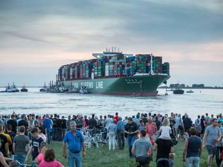 Bij Bath gestrand containerschip weg uit Antwerpen
