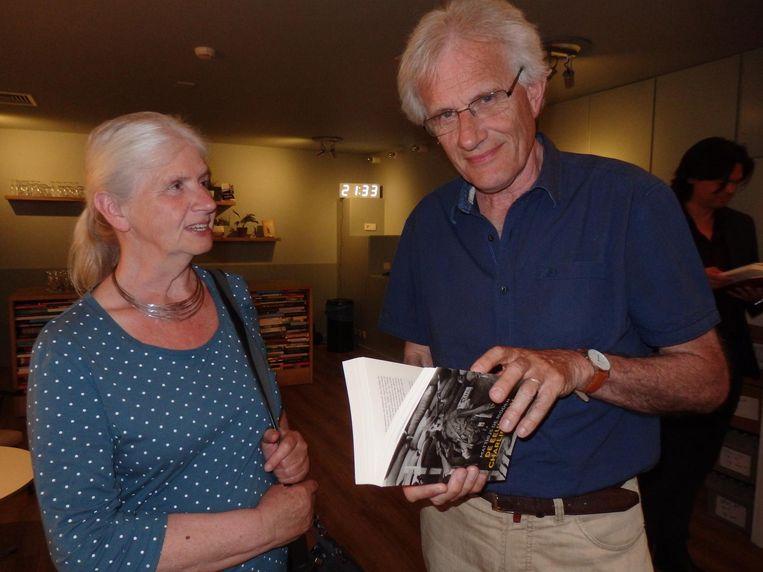 Paul Meeuws is dichter en De Ridder is zijn redacteur, vandaar dat hij hier is, samen met zijn vrouw Rian Meeuws-van Delft. Beeld Hans van der Beek