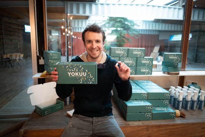 Joris Jansen presenteert zijn schoonmaakmiddel Yokuu.