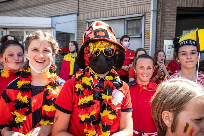Red Challenge in Lommel  Versierde straat Mudakkers