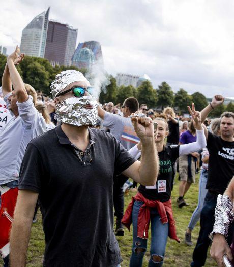 Radicaliseren corona-demonstranten? 'Open geen deur die niet meer dicht kan'