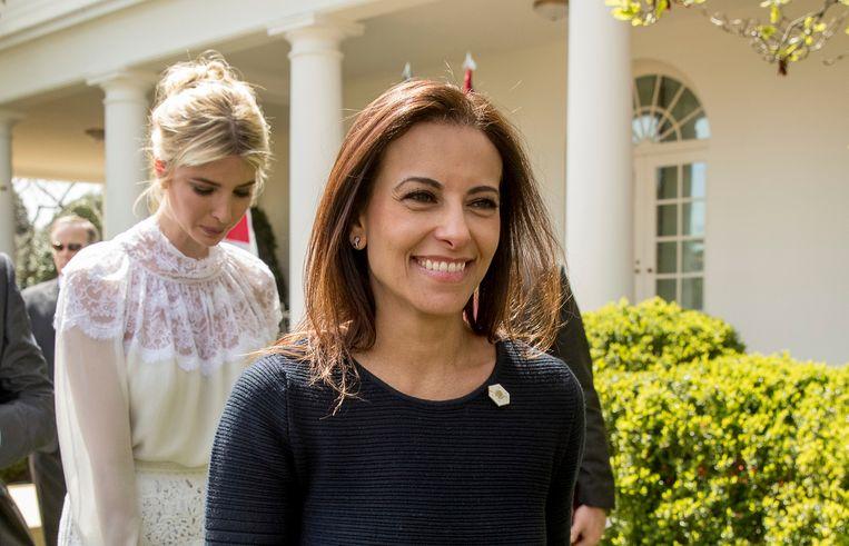 Dina Powell, hier op een archieffoto met achter haar Ivanka Trump, heeft president Trump laten weten niet geïnteresseerd te zijn in zijn voorstel om Nikki Haley op te volgen als ambassadeur bij de Verenigde Naties.