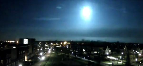 De vermoedelijke meteoor vastgelegd vanuit Veghel.