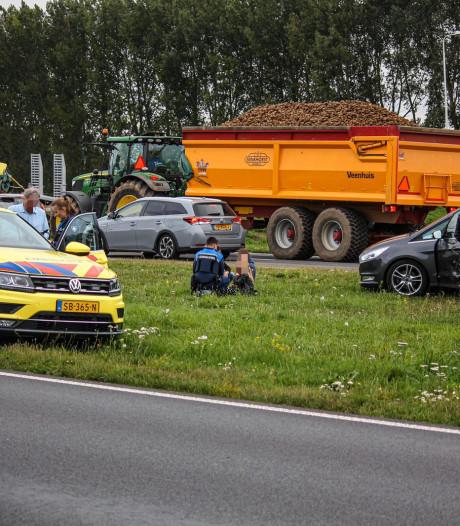Kinderen lichtgewond door botsing tussen twee auto's in Dieren