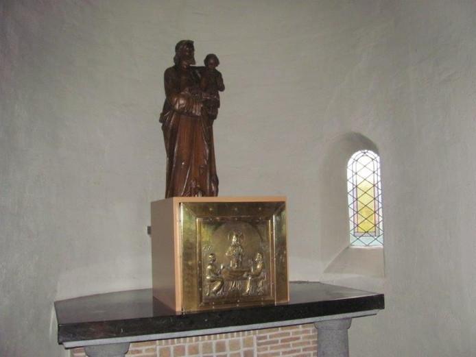 Het tabernakel op het Sint Jozef altaar.